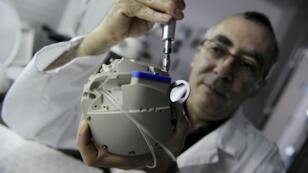 Le coeur artificiel de Carmat, photographié en 2009 à Vélizy.
