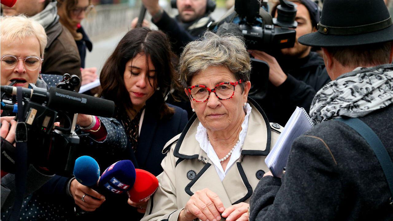 Viviane Lambert, madre de Vincent Lambert, sale del hospital de Sebastopol en Reims el 20 de mayo de 2019.