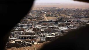 Photo de la ville de Sinjar, en Irak, prise le 17 août 2015.