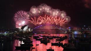 A Sydney, plus de 1,5 million de spectateurs ont découvert une féérie pyrotechnique au-dessus de l'emblématique baie et de son opéra.