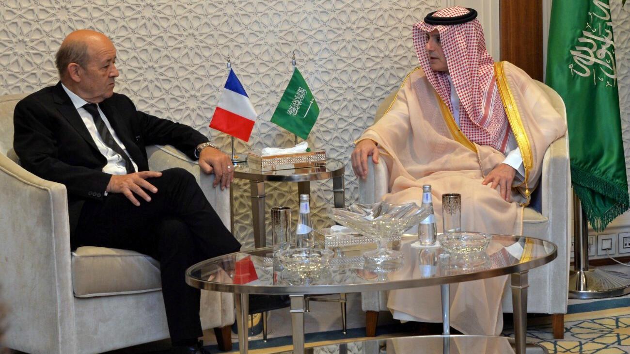 El ministro de Asuntos Exteriores de Francia, Jean-Yves Le Drian y el ministro de Asuntos Exteriores de Arabia Saudita, Adel al-Jubeir, mantienen un encuentro en Riad, el 16 de noviembre de 2017.