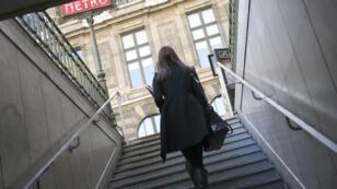 Six femmes sur dix craignent les vols ou les agressions dans les transports publics.
