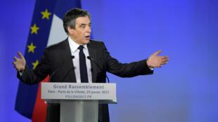 """""""Moi je n'ai peur de rien, j'ai le cuir solide"""", a affirmé François Fillon en meeting à La Villette dimanche soir devant 10 000 personnes."""