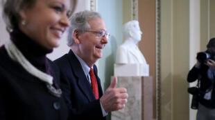 رئيس الغالبية الجمهورية في مجلس الشيوخ الأمريكي ميتش ماكونيل