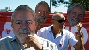 Des manifestants réclament la libération de Lula, le 10 juin 2019, devant le ministère de la Justice à Brasilia.