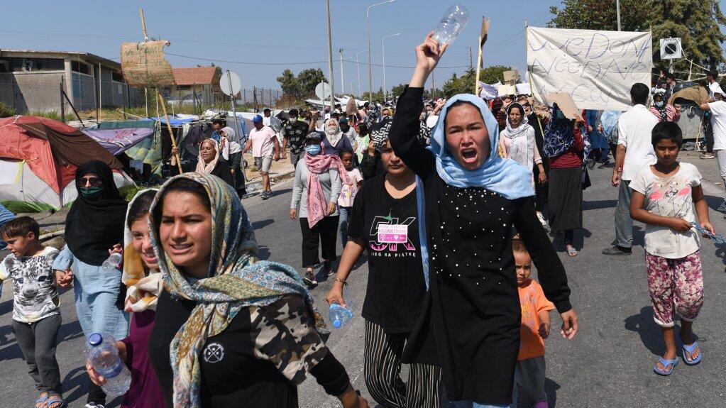 El domingo 13 de septiembre, cientos de mujeres del campamento de carretera de Mitilene en Lesbos se manifestaron contra su envío a un nuevo campamento.