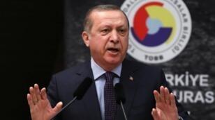 رجب طيب أردوغان خلال إلقائه خطابا بأنقرة في 7 شباط/فبراير 2017.
