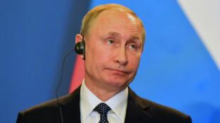 Le président russe Vladimir Poutine lors d'une conférence de presse à Budapest, le 2 février 2017.