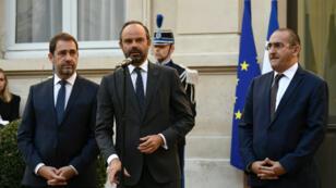 تسليم المهام بين رئيس الوزراء الذي شغل منصب وزير الداخلية مؤقتا وكريستوف كاستنير الوزير الجديد