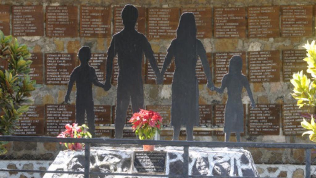 Monumento para la conmemoración del masacre de El Mozote, municipio de Meanguera, Morazán.