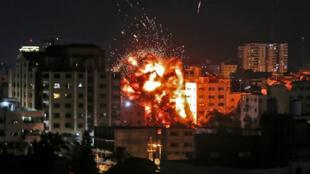 Quatre Palestiniens ont été tués dans un raid israélien après que des roquettes ont été tirées depuis Gaza, le 4 mai 2019, en direction d'Israël.
