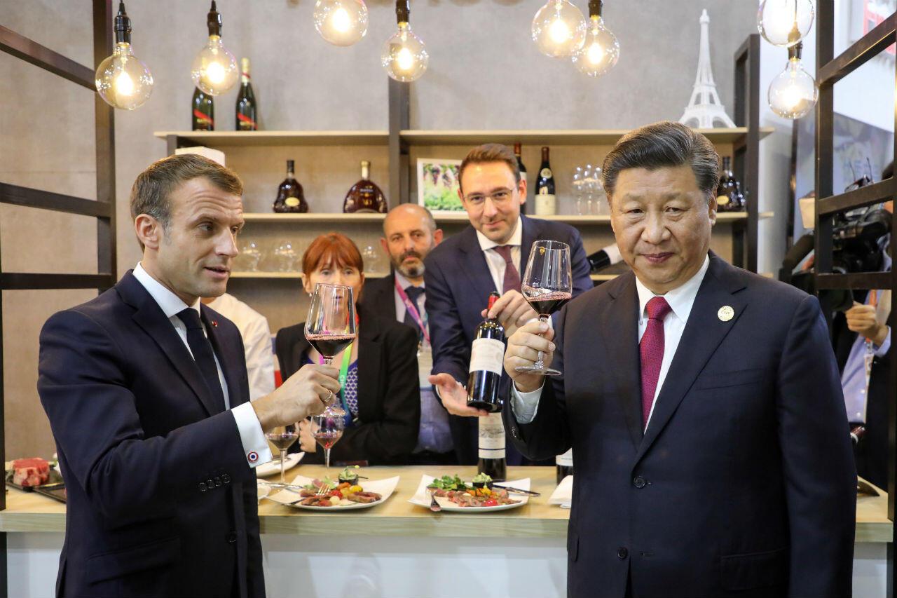 Emmanuel Macron au côté du président chinois Xi Jinping, le 5novembre à Shanghai.