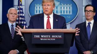 الرئيس الأميركي دونالد ترامب في البيت الأبيض في 25 آذار/مارس 2020