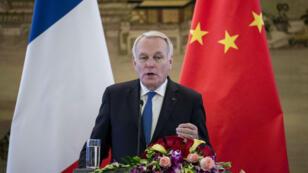 Le ministre des Affaires étrangères français Jean-Marc Ayrault lors d'une conférence de presse avec son homologue chinois à Pékin, le 14avril2017.
