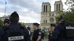 L'attaque s'est déroulée à 16H20, sur le parvis de Notre-Dame, dans l'une des quartiers les plus surveillés de Paris et haut lieu du tourisme.