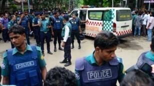 Les secouristes bangladais ont cherché des survivants dans l'usine de la Tampaco Foil, près de Dacca, au Bangladesh, après un incendie meurtrier, le 10 septembre 2016.