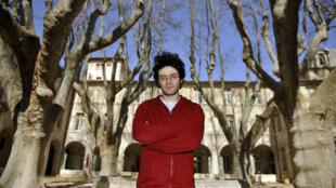 L'auteur et metteur en scène Majdi Mouawad avant l'ouverture du festival d'Avignon, le 18 mars 2009.