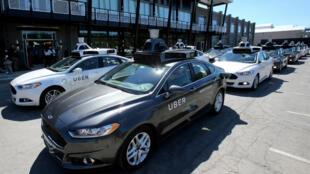 La compañía de servicios de transporte suspendió las pruebas en autos no tripulados debido a un accidente.