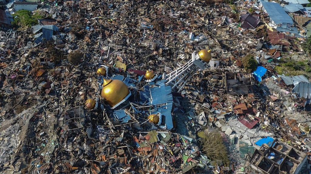 Vista aérea de un área devastada por un terremoto en Palu, lsla de Célebes, Indonesia, 1 de octubre de 2018.