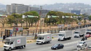 En diversos camiones identificados con el emblema de la FICR fue trasladada la asistencia humanitaria que arribó a Venezuela el 16 de abril