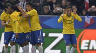 Neymar célèbre son but face à la France.