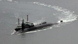 Le sous-marin à propulsion nucléaire américain Michigan à l'approche du port de Busan, en Corée du Sud, mardi 25 avril.
