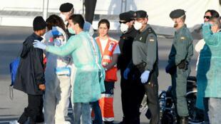 Le navire humanitaire Aquarius est arrivé à Valence, dimanche 17 juin, avec une centaine de migrants à son bord.