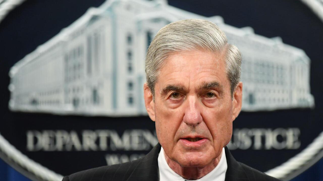 روبرت مولر سيدرس مادة حول تحقيقه المتعلق بترامب