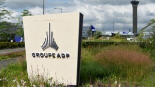 Le logo d'ADP à l'aéroport de Roissy, en juin 2018