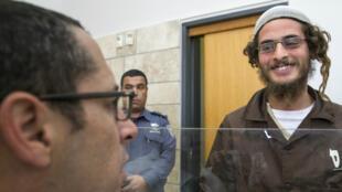 Meïr Ettinger parle à son avocat, le 4 août 2015, à la cour de justice de Nazareth