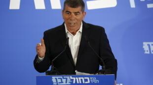 وزير الخارجية الإسرائيلي الجديد غابي أشكنازي في صورة التقطت في تل أبيب في 21 شباط/فبراير 2019
