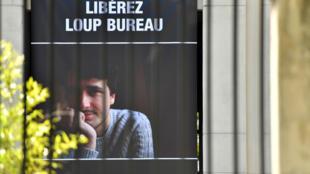 Campagne d'affichage sur les murs du Conseil départemental de Loire-Atlantique, à Nantes, pour la libération de Loup Bureau, le 31 août 2017.