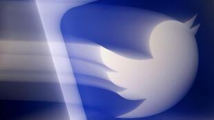 """Twitter a décidé mercredi d'élargir sa définition des messages à caractère haineux en interdisant toute publication qui """"déshumanise"""" selon des critères raciaux, ethniques ou de nationalité"""