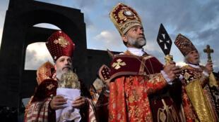 Il s'agit de la canonisation la plus importante numériquement parlant jamais décidée par une Église chrétienne.