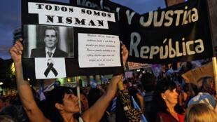 Marche silencieuse en hommage au procureur Nisman, à Rosario, le 18 février 2015.