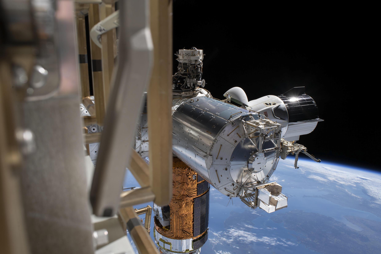 La cápsula Dragon de SpaceX amarrada a la Estación Espacial Internacional