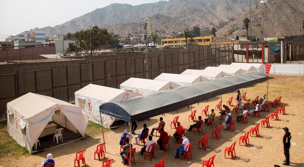 Un control médico, para detectar posibles casos de Covid-19, a los presos en el penal de Lurigancho, que actualmente alberga 9.322 presos, cerca del 10 % de los más de 94.000 reclusos que existen en Perú. En Lima, Perú, el 19 de junio de 2020.