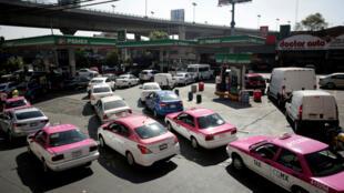 El plan contra el robo de combustible que ha llevado adelante el Gobierno mexicano ha provocado un desabastecimiento de gasolina en el país.