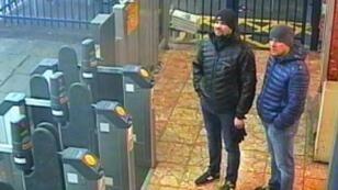 Una imagen de video vigilancia de Alexander Petrov (der.) y Ruslan Boshirov (izq.). El 3 de marzo de 2018.