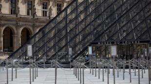 La pyramide du Louvre, qui marque l'entrée du musée du même nom, le 23 juin 2020 à Paris