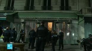 الشرطة في باريس تراقب احترام حظر التجول في باريس