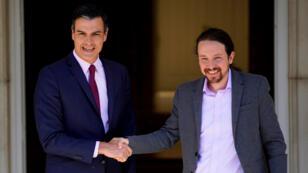 Archivo: El presidente en funciones del Gobierno español, Pedro Sánchez, saluda al líder de Unidas Podemos, Pablo Iglesias, en el Palacio de la Moncloa en Madrid, España, el 7 de mayo de 2019.