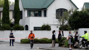 Un cordon de police devant la mosquée Masjid al Noor après une attaque à Christchurch, le 15mars2019.