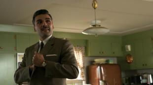 """Oscar Isaac dans le film """"Bienvenue à Suburbicon"""" de George Clooney, au cinéma le 6 décembre 2017."""