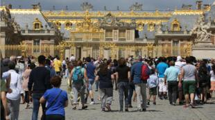 Le Château de Versailles est l'un des sites les plus visités par les touristes en France.