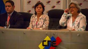 La rectora principal del CNE Tibisay Lucena ofreció los detalles de las elecciones que se realizarán el 22 de abril