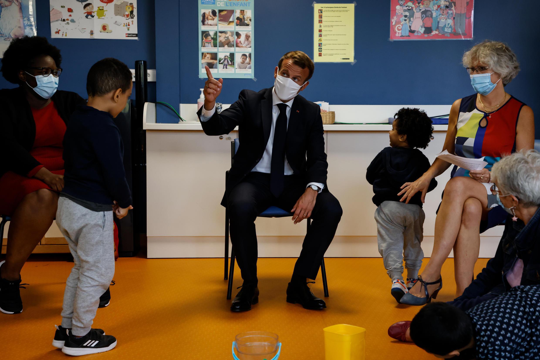Macron congé pere france