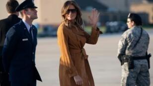 السيدة الأمريكية الأولى ميلانيا ترامب تغادر قاعدة أندروز الجوية في 1 تشرين الأول/أكتوبر متوجهة إلى أفريقيا