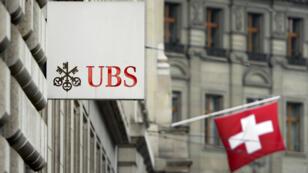Le logo de la banque suisse UBS à Bâle, en Suisse.
