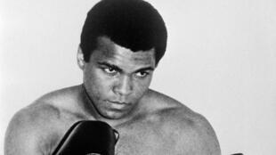 Cassius Clay, alias Mohamed Ali, le 1er janvier 1965 à Paris.